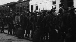 Sydney, December 1939. Troops of the 2nd Australian Infantry queue up to embark for overseas duty.