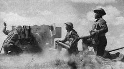 British Indian troops fire a 6-pounder anti-tank gun durning the advance on Tunis, 1943.